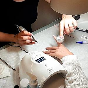 Cursos profesionales uso de producto, uñas acrílicas