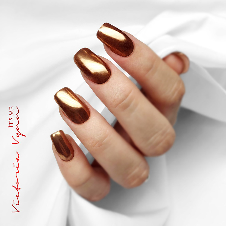 Diseño de uñas efecto metal cobre Victoria Vynn